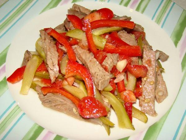 Салат с говядиной и помидорами с рецепт с фото уксусом